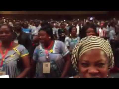 Maurice KAMTO en Tenue du MRC au Palais des Congrès pour la Convention du MRC