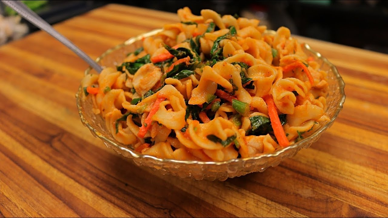Spicy Egg Noodles With Chicken And Vegetables Noodles Recipe Youtube