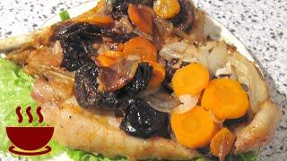 Мясо запеченное в духовке с морковью и черносливом
