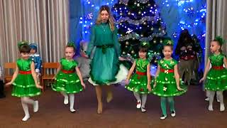 Download Christmas tree dance in kindergarten : Танок ялинок на новий рік в дитячому садку Mp3 and Videos