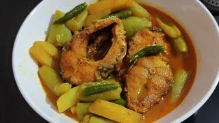 ঝিঙে দিয়ে পাতলা মাছের ঝোল | Jhinge die Macher Jhol Bengali | Jayasree's Recipe