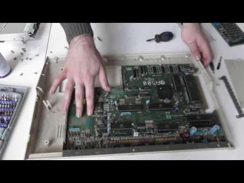 Commodore Amiga 500 - Démontage et découverte du hardware !