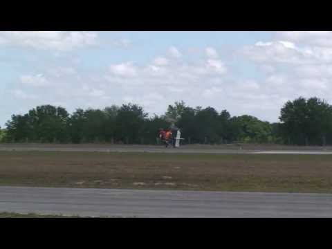 Roy Davis flying his gyroplane backwards at Bensen Days 2013