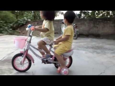 Liên khúc Cháu lên ba, Cô và mẹ, Em tập lái ô tô, Đi học về - Bạch Dương
