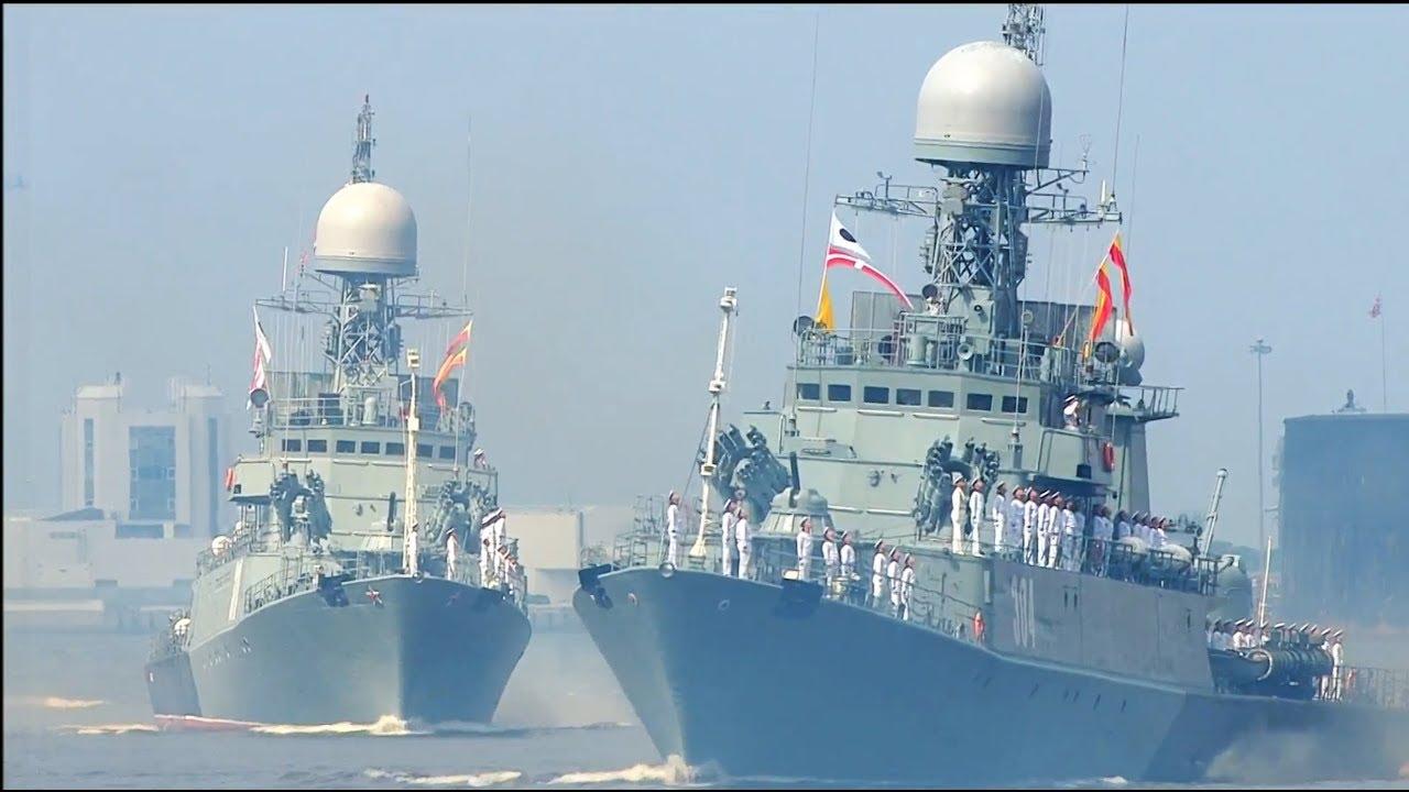 Парад в честь 323-й годовщины со дня образования ВМФ РФ прошел в Санкт Петербурге