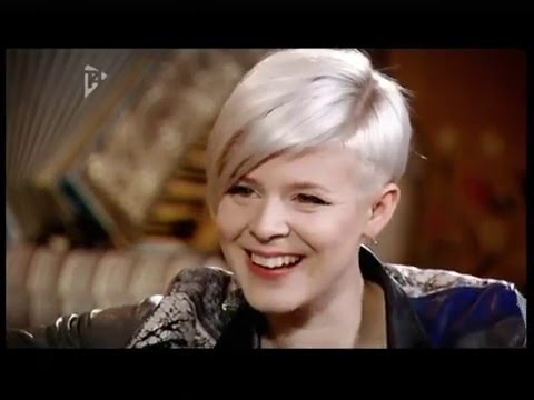 Robyn - Interview and performing Dream On