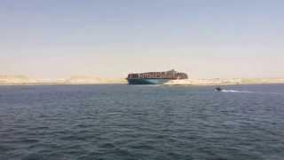 لحظة خروج أول سفنية من قناة السويس الجديدة بعد عبورها  بمنطقة البلاح 25يوليو2015