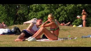 Фитоняшка с СОЧНОЙ ПОПОЙ была не против БЛИЗОСТИ с парнем на пляже
