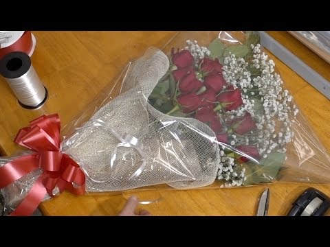 Making Presentation Bouquet With Red Roses Mp3