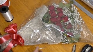 Making Presentation Bouquet With Red Roses