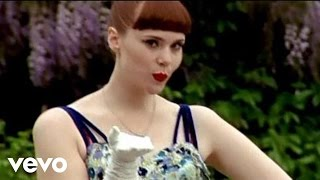 Kate Nash - Kiss That Grrrl