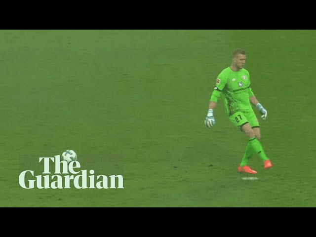 Mainz goalkeeper takes his eye off the ball attempting to play a pass
