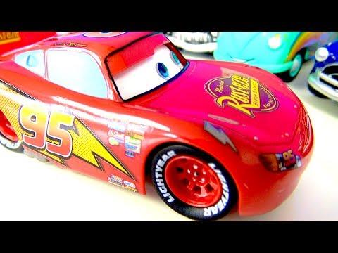 Arabalar 3 yarışta Şimşek McQueen geçilecek mi? Canavar araba fırtına gibi McQueen yaşlandı mı?