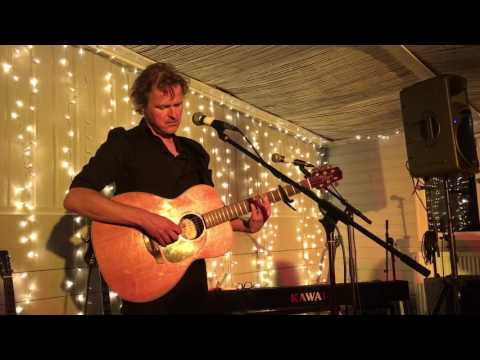 Tom McRae - Boy With The Bubble Gun - Live Newport 2017