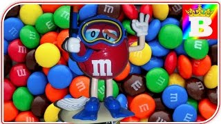 M&M's Candy Dispenser.  Candy Machine Toy at Bogdan`s Show.  ガムボールマシーン