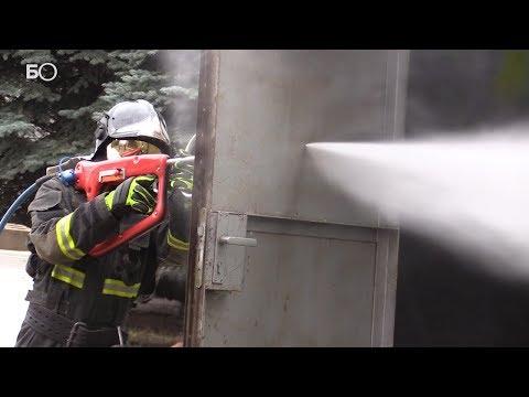 Пробивает лист металла и кирпичную стену: «Кобра» будет тушить казанские пожары
