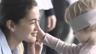 Дети с завязанными глазами находят свою родную маму...(Правду говорят, что связь между матерью и ребенком - наверное, самая крепкая и надежная в мире. Практически..., 2015-04-23T03:54:24.000Z)