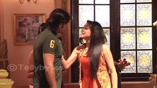 OMG Raja tries to kiss Bindu | Rani to slap Raja in Ek tha Raja Ek thi Rani