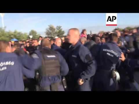 Migrants burst through Hungary police cordon | Editor's Pick | 7 Sept 15