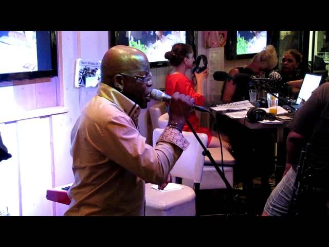 Edgar Burgos, tijdens de radio uitzending van Dichtbij NL op radio 5, 21-08-2012