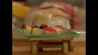 Суши размером с зернышко готовят в Токио (новости)(http://www.ntdtv.ru Суши размером с зернышко готовят в Токио. В старом районе Токио укрылся уютный магазинчик, где..., 2014-03-06T13:28:37.000Z)