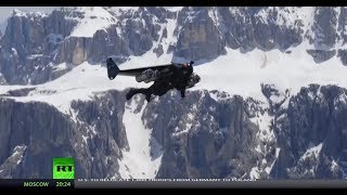 'The Jetman' performs death-defying stunt in Italy