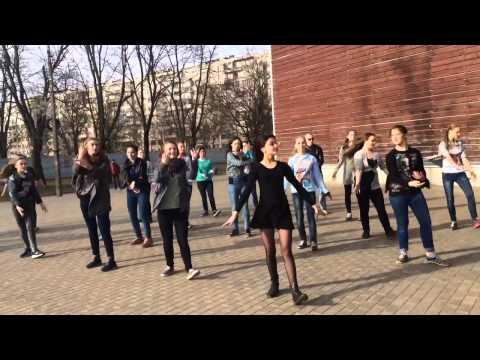 Танцевальный флешмоб 30 дней до Великой победы прошел в Кингисеппе (Фото и видео)