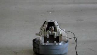 Damaged vacuum cleaner motor / Poškozený motor z vysavače