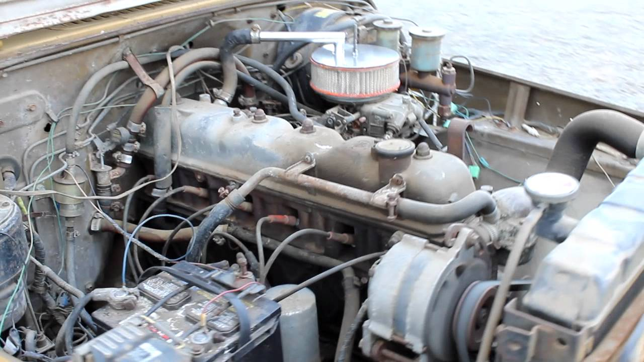 1976 Toyota FJ40 Land Cruiser 2F Engine  YouTube