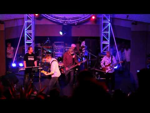 Breathe - Money (Pink Floyd tribute, Live in Bangalore) 2011