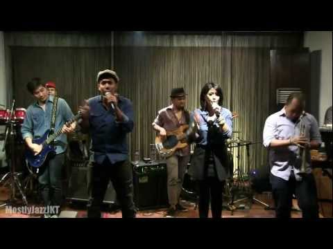 Maliq & D'essentials - Terdiam ~ Penasaran @ Mostly Jazz 22/02/13 [HD]