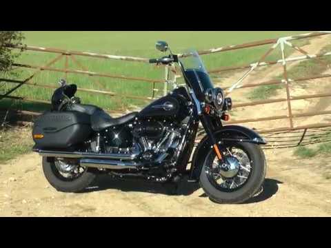 Repeat 2019 - 2018 Softail Heritage Classic 114 FLHCS Front