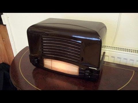 Vintage 1946 Cossor 464AC Bakelite 5 valve radio.