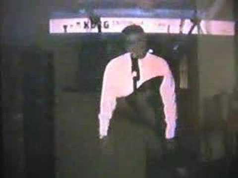 Dee Dee Warwick sings to her sister Dionne Warwick