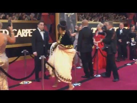 Tify Haddish HOPS Over Red Carpet Rope To Meet Meryl Streep at Oscars 2018
