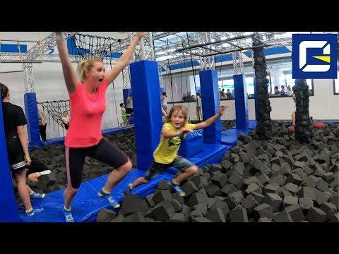 TRAMPOLINE PARK CHALLENGE CON MAMMA . Saltare sui trampolini - ZERO GRAVITY Milano - Canale Nikita