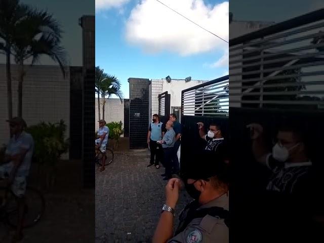 Em protesto torcida do Botafogo-PB pede renúncia da diretoria e saída de Léo Moura