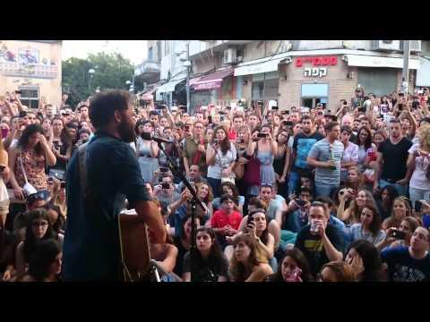 Passenger - Let Her Go (Live street show in Israel)