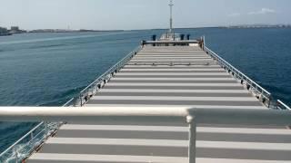南大東島に向けて那覇を出港。久米島からのフェリー琉球と港内で反航し...