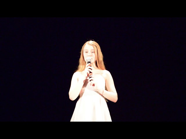 Изображение предпросмотра прочтения – АнастасияДебдина читает произведение «Девушка пела в церковном хоре» А.А.Блока