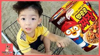 뽀로로 장난감 친구들 바다 물놀이 서프라이즈 에그 찾기 모래 놀이 ♡ 어린이 뽀로로 짜장 라면 먹방 장난감 놀이 PORORO MUKBANG | 말이야와아이들 MariAndKids