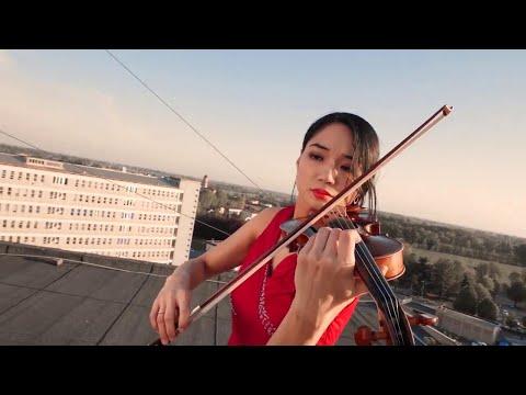 Coronavirus, Cremona: la violinista suona sul tetto dell'ospedale