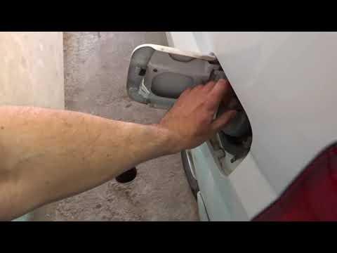 Как слить бензин с Mazda Demio