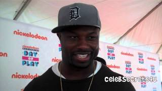 Bart Scott (Baltimore Ravens) Interview - Nickelodeon's World Wide Day of Play