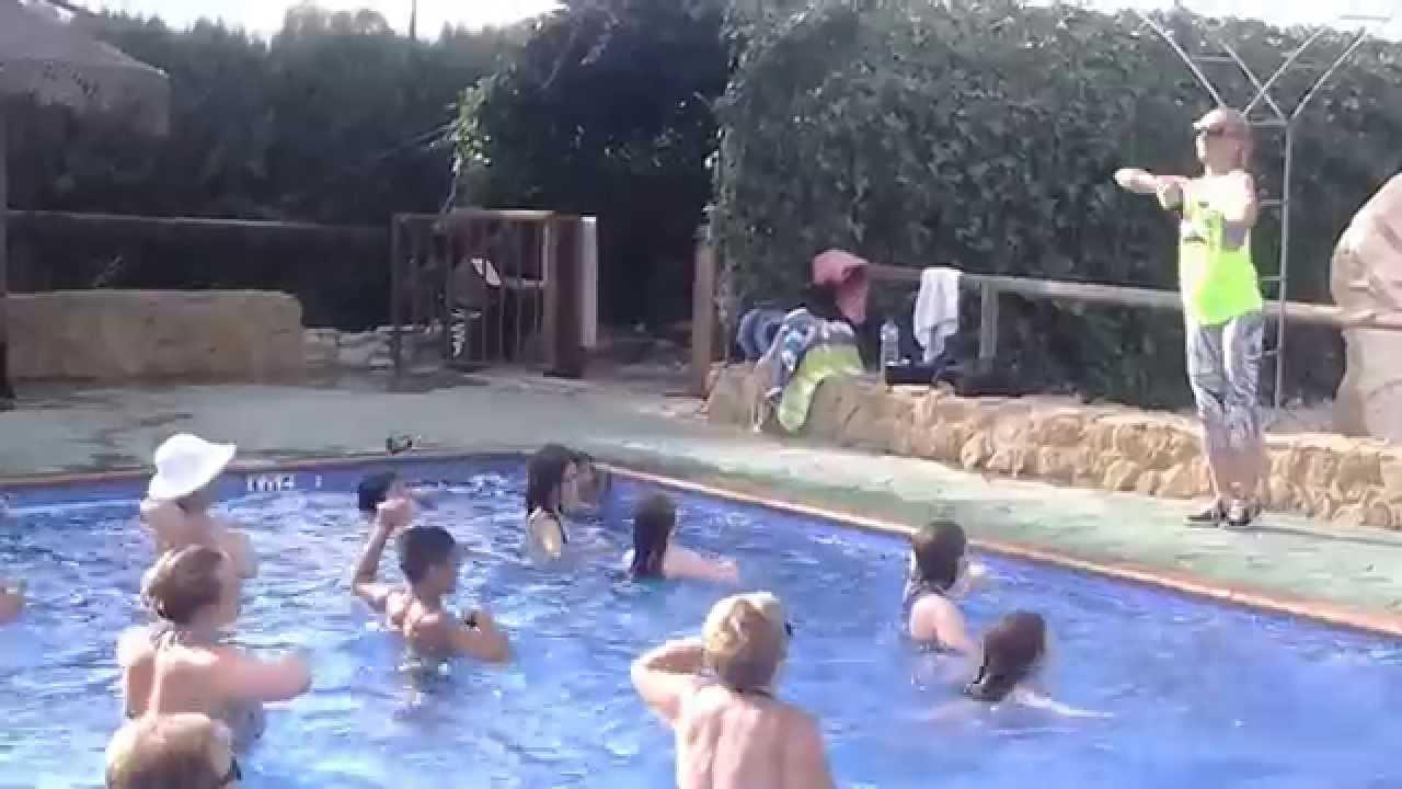 Ejercicios en la piscina youtube for Ejercicios en la piscina