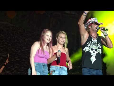 Bret Michaels Band: Nothin' But A Good Time/Bret's Daughter On Stage (Sioux City, Iowa)