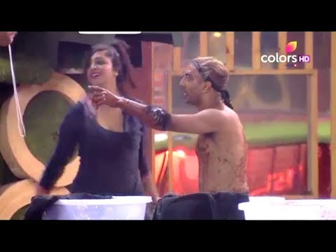 Arshi khan showing boobs on big boss 11 | in game  competition.. thumbnail