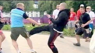 Hinchas polacos y rusos empañan el Euro 2012 con una batalla campal en Varsovia