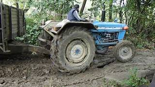 Ford 3600 çamurda 1,2,3,4 cü denemesinde çıkmayı başardı