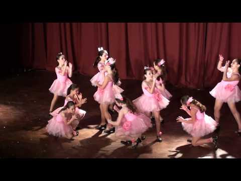 celeste Alvarez bailando Tap en el teatro